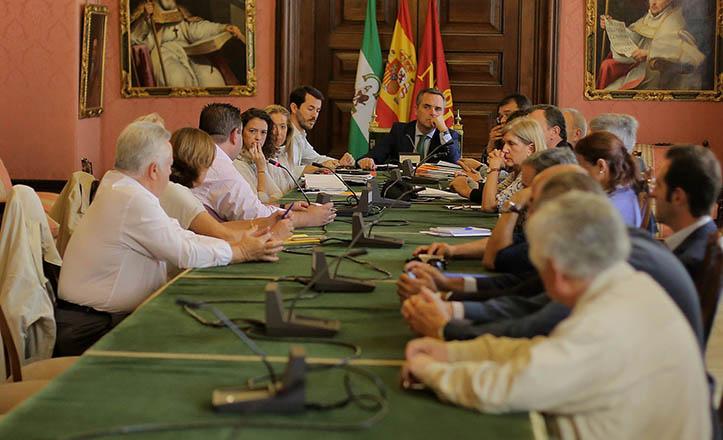 Reunión sobre las posibles soluciones a la movida, con Juan Bueno en la presidencia.