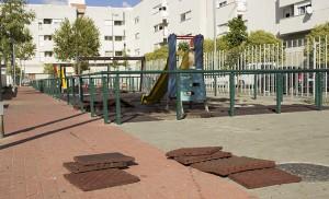 Zona de juegos infantiles en la plaza Salvador Valverde / Fran Piñero