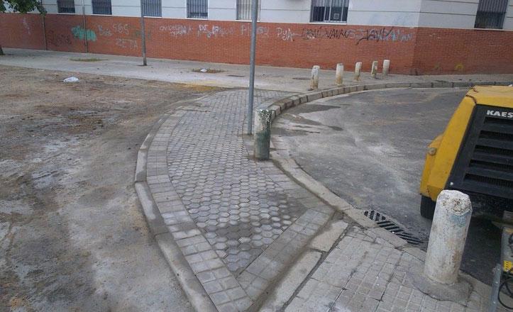 Reparación del acerado en la calle Séneca