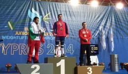 Josué Brachi en el podio del Campeonato de Europa de Halterofilia