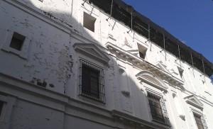 Estado de la fachada lateral,  situada en la calle Jesús del Gran Poder / Fran Piñero