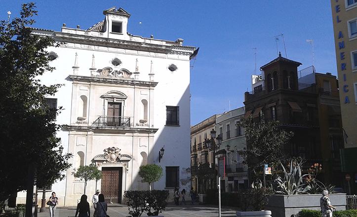 Fachada principal de la iglesia de San Hermengildo, en la plaza de la Concordia / Fran Piñero