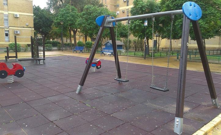 Juegos infantiles en calle Puerto de la Mora