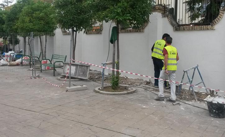 Trabajos en la fachada del CEIP Arias Montano