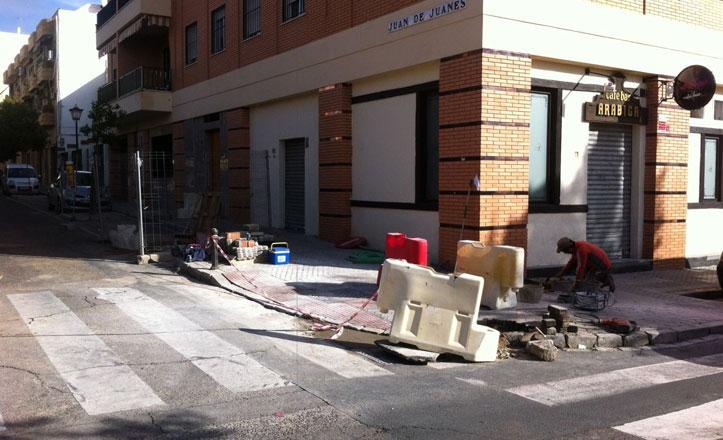 Renovación del acerado y rebajes en la calle Cean Bermúdez