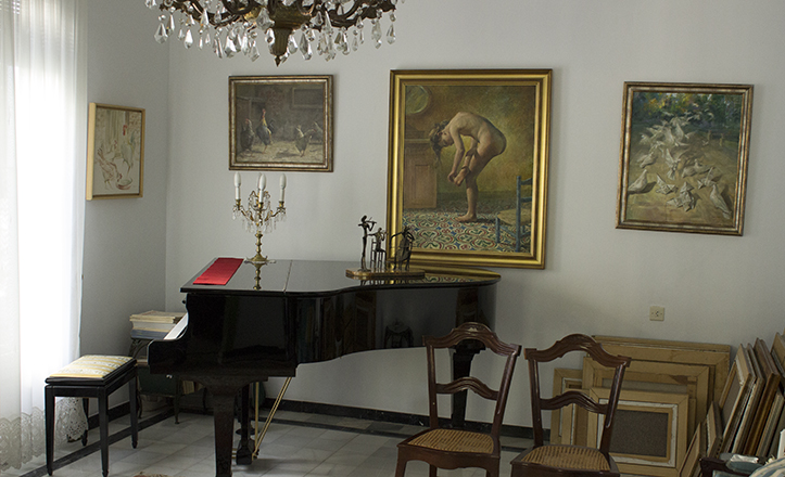 El salón muestra diversas obras de Diego Coca como «La espinita», «El revuelo» o «El gallo señorito» / Fran Piñero