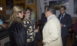 El alcalde en el interior del bar los Palacios / F.P.