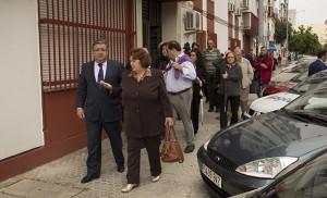 El alcalde visita la calle Antonio Gala, en el Zodíaco / Fran Piñero