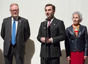 El director del Colegio, Luis Rey Goñi, y el cónsul británico en Sevilla, Joe Cooper