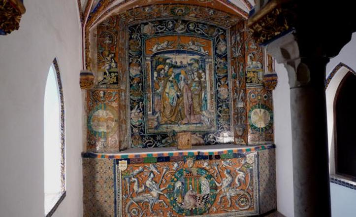 Oratorio de los Reyes Católicos, con azulejos de la Anunciación y la Visitación / R. Cerámico