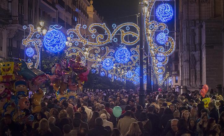 Sevilla. 07-12-2014. Avenida de la constitución y Encarnación llenas de visitantes. FOTO: MILLAN HERCE. ARCHSEV