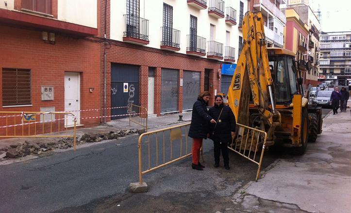 Pía Halcón supervisa las obras en la calle Eduardo Rivas