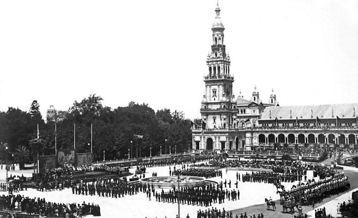 Inauguración de la Plaza de España, acto en el que participó Manuel Font de Anta con un pasodoble