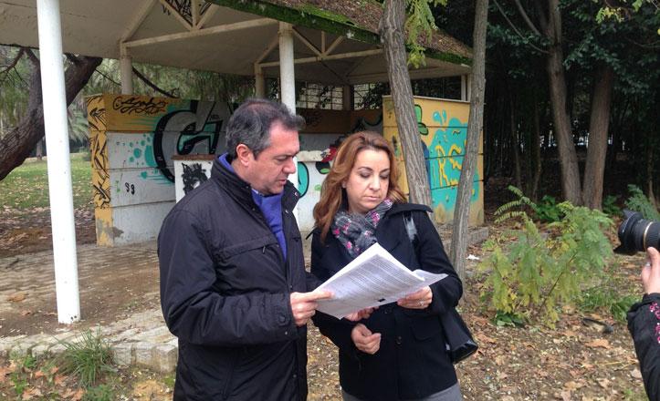Espadas denuncia el estado de abandono de los Jardines del Guadalquivir