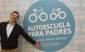 Un divertido Luis Aretio, en la presentación del proyecto