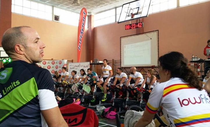 Pedaleo solidario en el Colegio Santa Ana a favor de Colombia