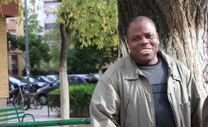 Pedro, el «héroe» de Triana que devolvió más de 15.000 euros perdidos