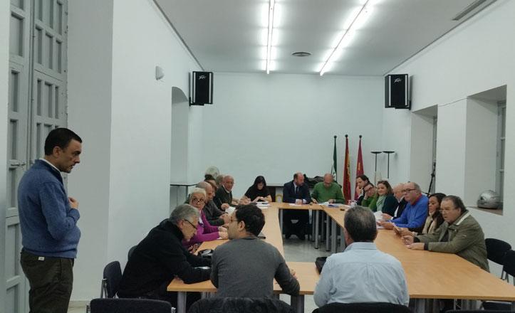 El pretil de la calle Betis, de nuevo a debate en Triana