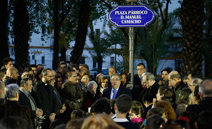 Acto de rotulación de la plaza Párroco Manuel Camacho