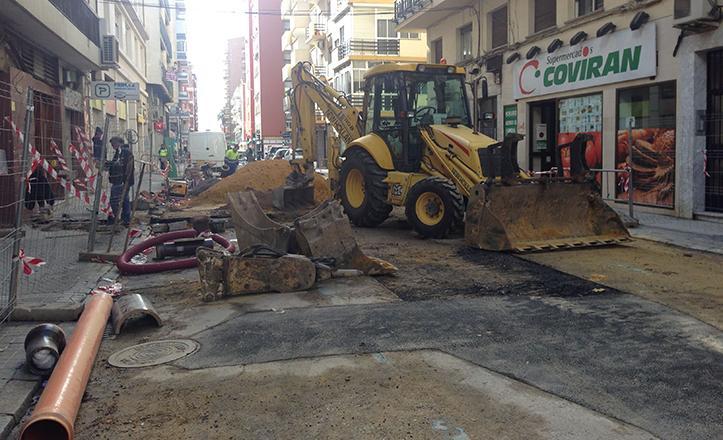 Arreglo del alcantarillado en la calle Juan Ramón Jiménez