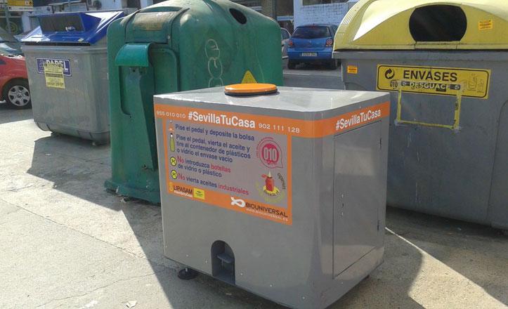 Llegan los contenedores de aceite usado al distrito Bellavista-La Palmera