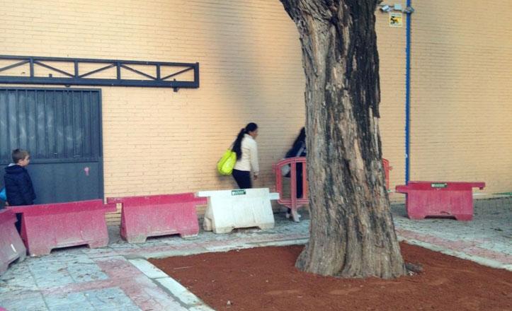 Arreglados los alcorques de la calle Monzón