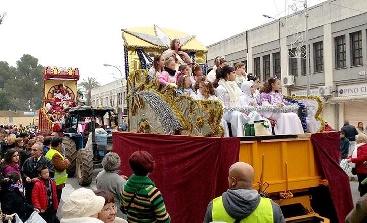 Los Reyes Magos ya recorren las calles de Pino Montano