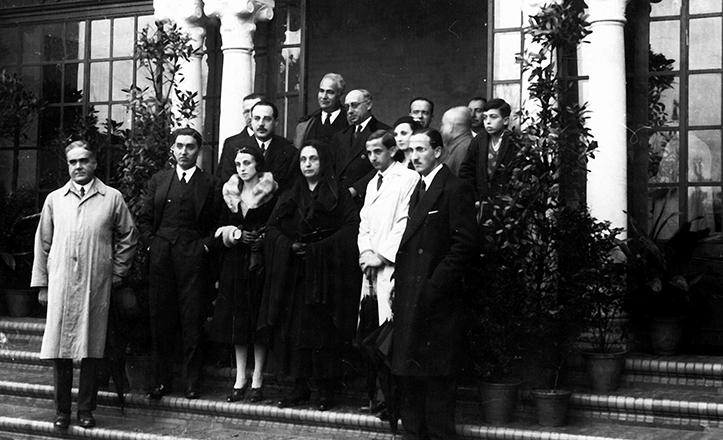 Acto de entrega de la vivienda a la familia de Aníbal González en 1932