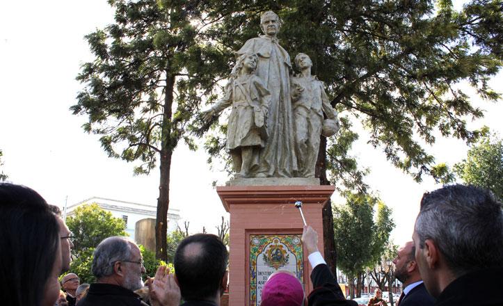 Inaugurado el monumento a Don Bosco en Triana