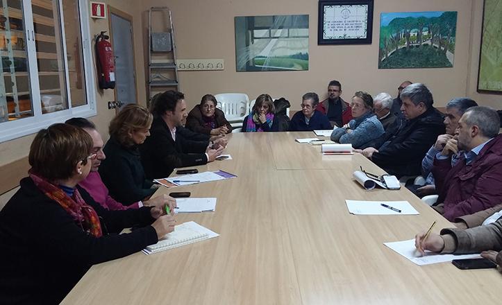 Reunión por la cuestión social entre el Ayuntamiento, la Junta de Andalucía y AAVV de Cerro-Amate