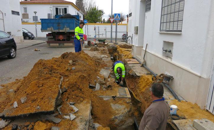 EMASESA renueva la red de abastecimiento en la calle Mayas de Santa Clara
