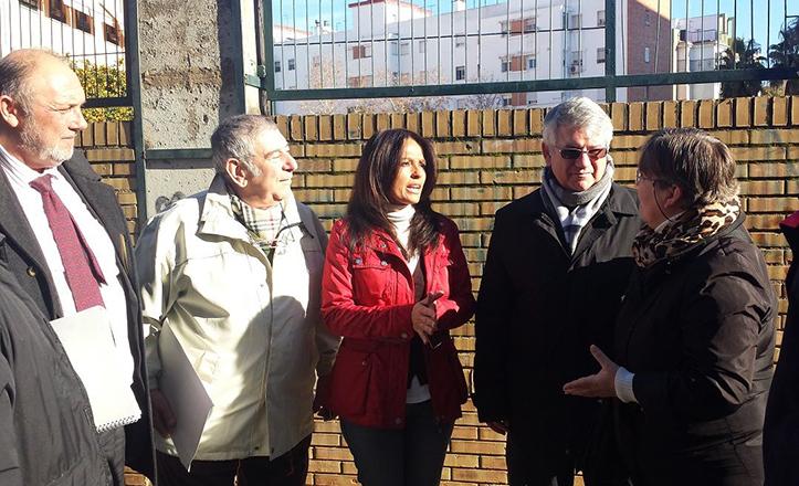 Evelia Rincón, junto con directivos de Lipasam, durante la visita a Pino Flores