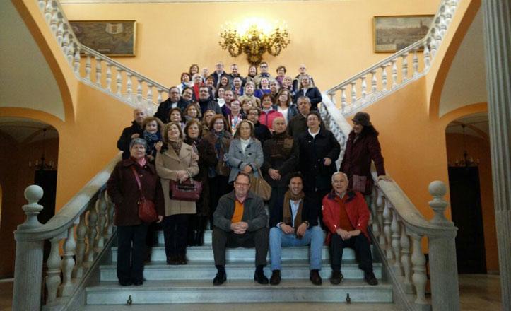 El taller Conocer Sevilla del Cerro-Amate visita el Ayuntamiento