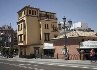 La casa color albero, anexa al Mercado de Triana, se encuentra en venta por 3.900.000 euros