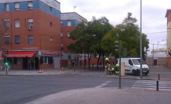 Mejoras en el semáforo de Pedro de Madrid, en Cerro-Amate