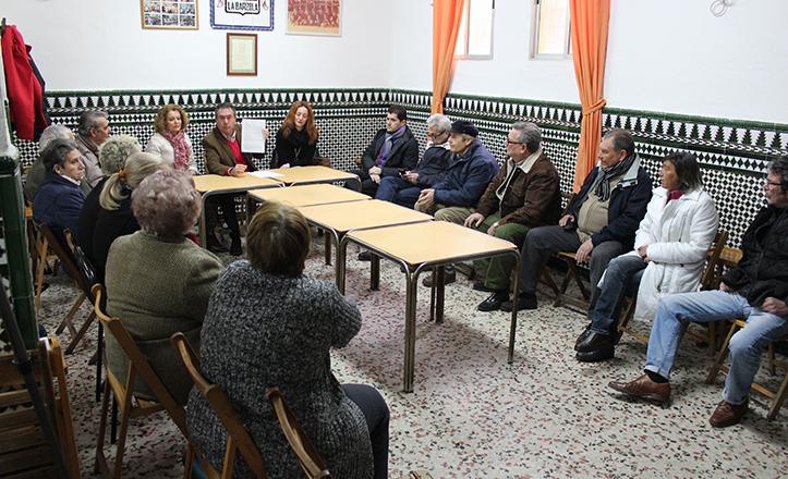 Juan Espadas y Adela Castaño, en reunión con comerciantes de La Barzola
