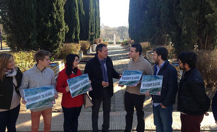 Juan Espadas, junto a Agustín Cañete, plantea un cambio en la gestión medioambiental de Sevilla en los Jardines del Guadalquivir