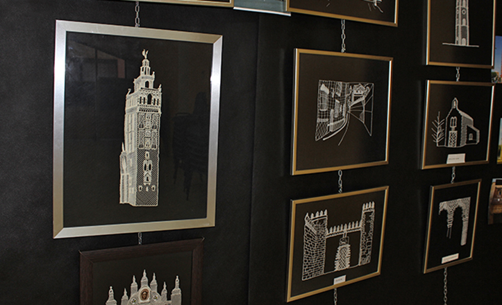 La Giralda, y otros monumentos de Sevilla, hecha de encaje de bolillos. / Fran Piñero