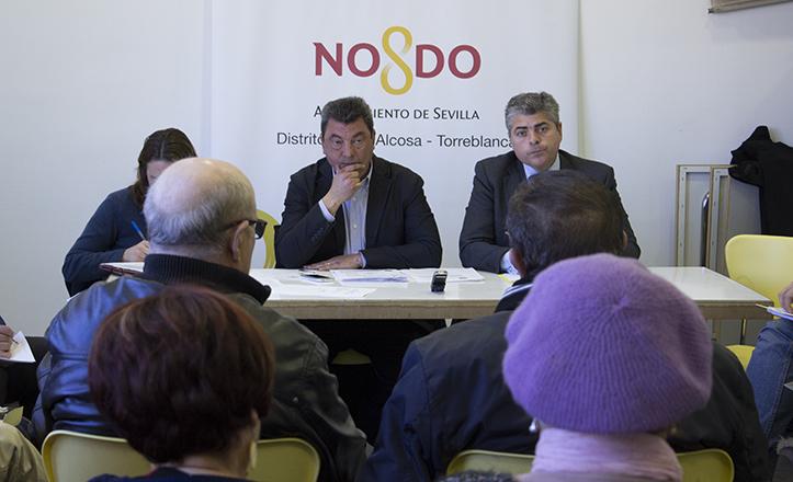 El presidente de la Junta Municipal del Distrito, Ignacio Flores, junto a Jorge Martínez, director / F.P.