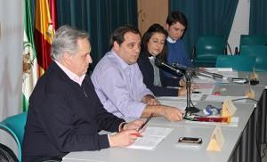 Jaime Ruiz, junto a los miembros de su directiva, en la Junta Municipal de febrero / F.P.