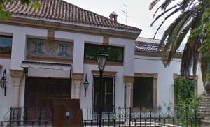 Esta exclusiva casa de Manuel Siurot se vende ahora / G.Maps