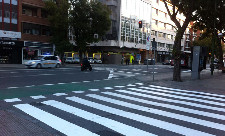 Marcas viales en la calle Luis Montoto
