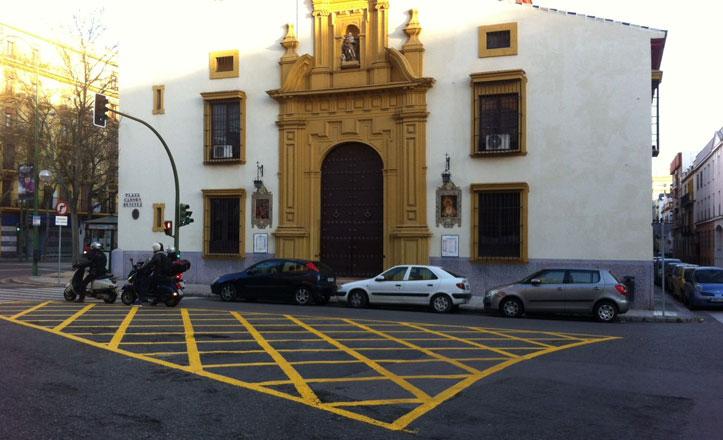 Nueva señalización viaria para regular el aparcamiento en la Plaza Carmen Benítez