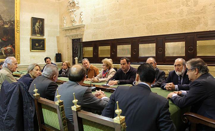 Reunión del alcalde con la plataforma «Salvemos al Hospital Militar» y las entidades afines