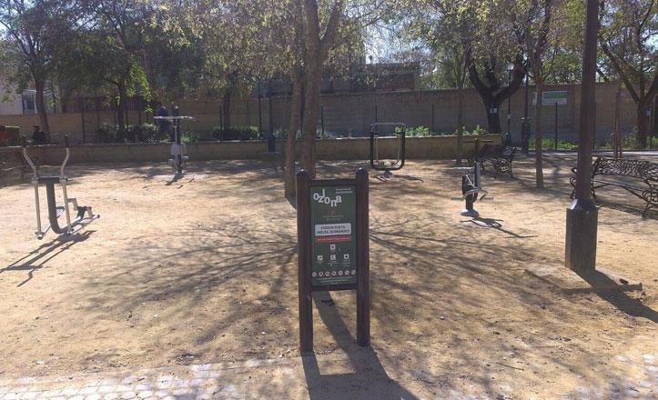 Nuevos aparatos de gimnasia en la barriada de Parque Estoril