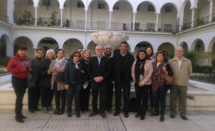 Ignacio Flores junto a los alumnos de «Conocer Sevilla»