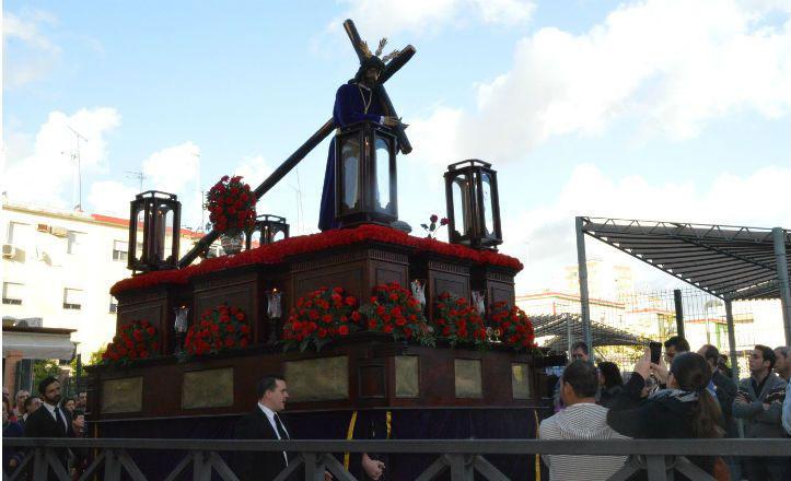 Últimos preparativos para la procesión de Nuestro Padre Jesús Nazareno de las Lágrimas