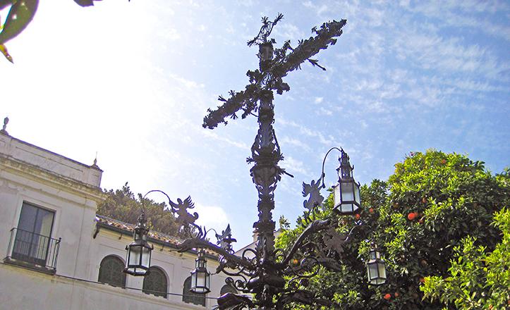 La Cruz de la Cerrajería ya restaurada