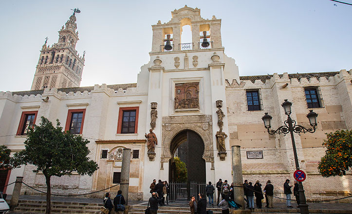 gradas-de-la-catedral-sevilla