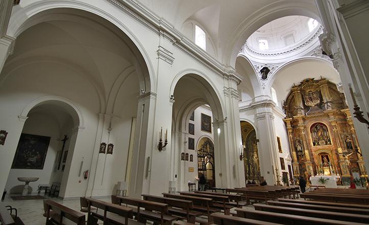Interior de la parroquia de San Bartolomé, con la pila donde recibió el Bautismo Miguel de Mañara / V. Gómez